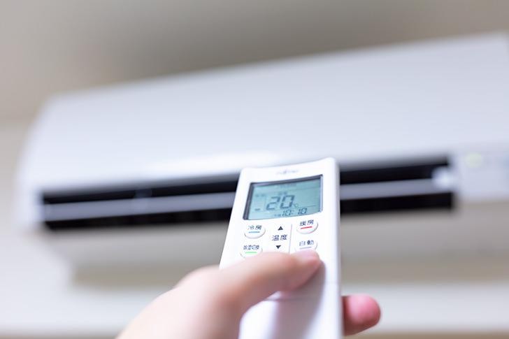 エアコン暖房の設定温度、冬は何度が正解?