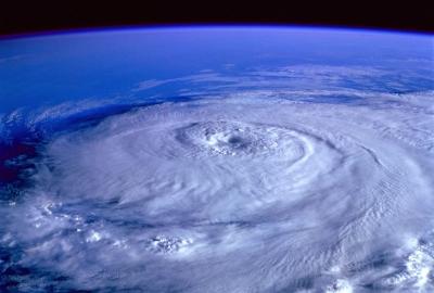 台風進路の右側・左側で強さが違う!要注意で対策を